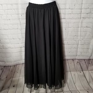 Dresses & Skirts - NWT Ladies Polyester Long Skirt Size L